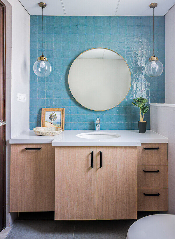 round mirrors bathroom